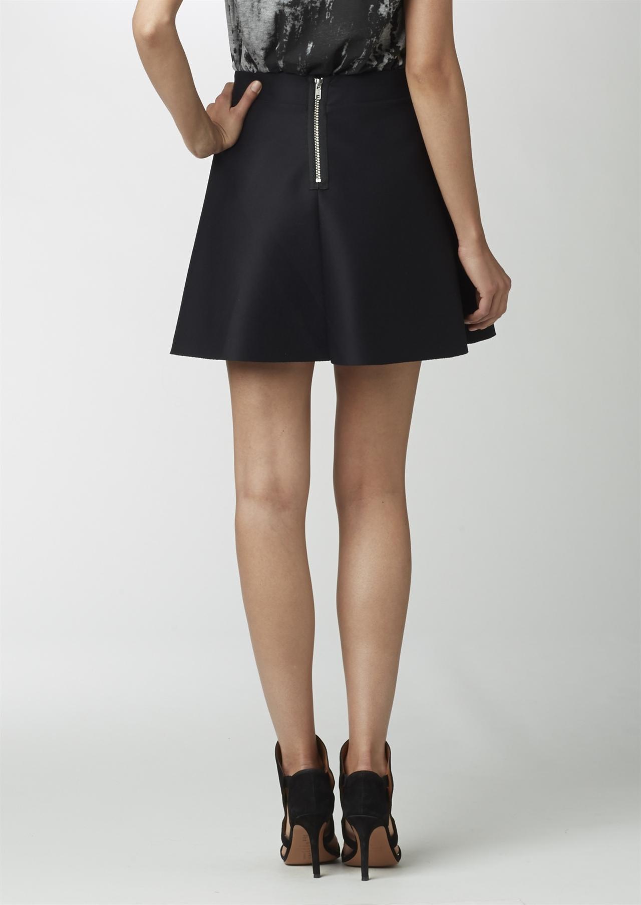 svart vippig kjol