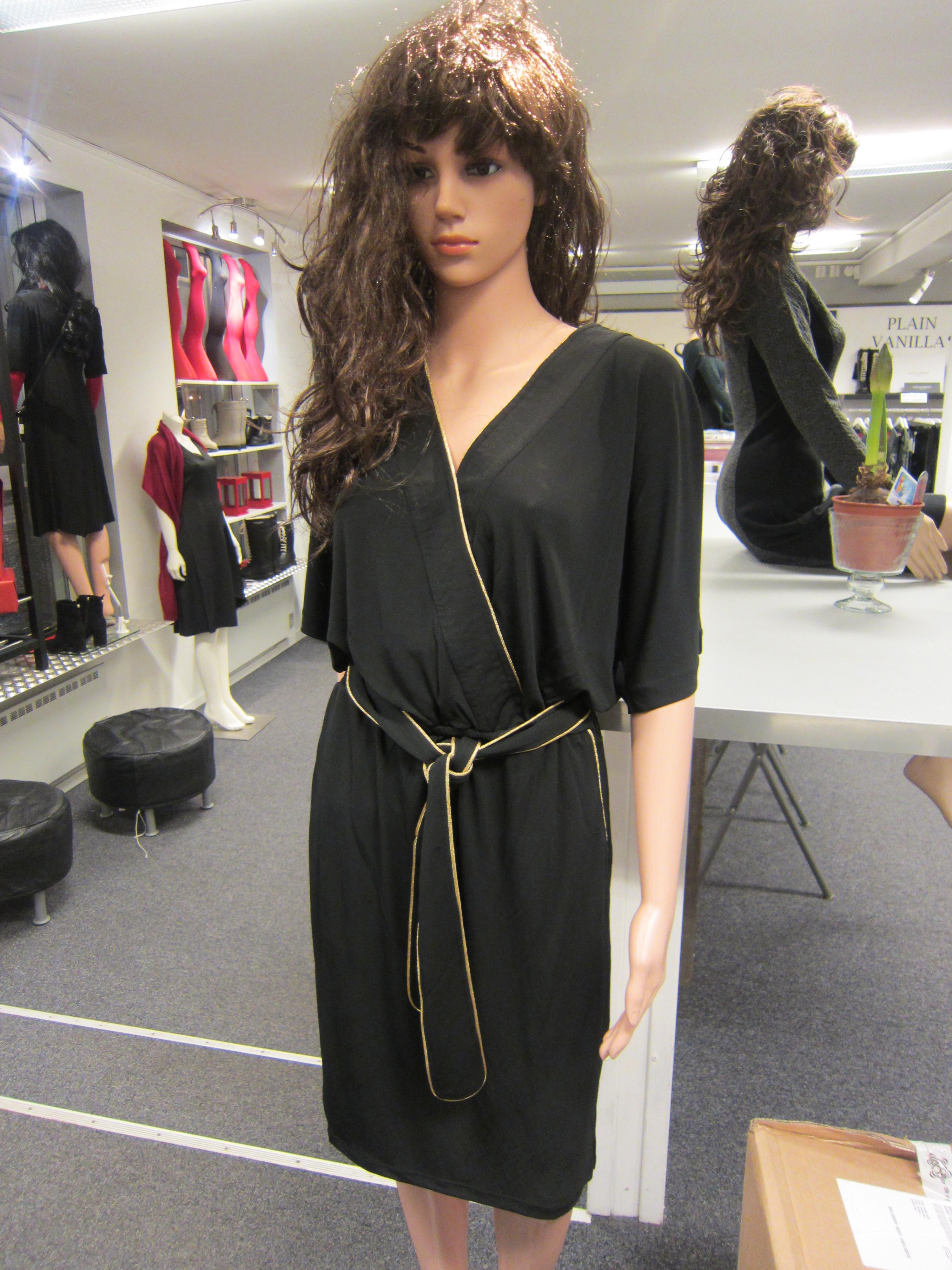 Snygg svart långklänning! | Boutique Diva